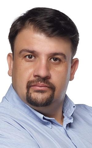 Настимир Ананиев е роден през 1975 г. в гр. София